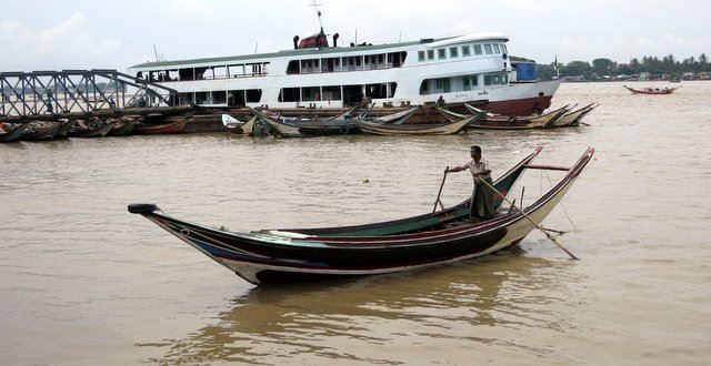 boat-on-the-yangon-river